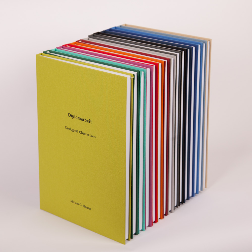 Bachelorarbeit, Diplomarbeit, Masterarbeit, Dissertation in bunt und verschiedenen Farben, Farbübericht, giftgrün