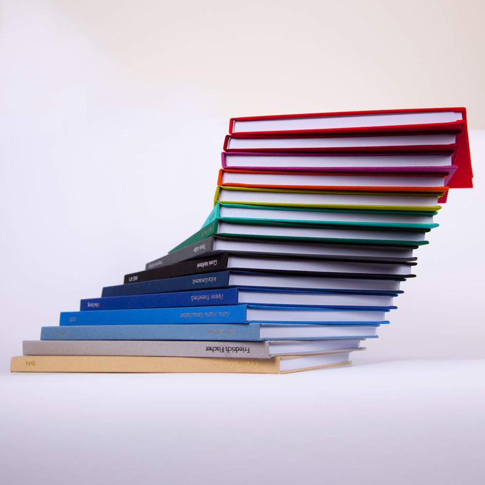 Bachelorarbeit, Diplomarbeit, Masterarbeit, Dissertation in bunt und verschiedenen Farben, Farbübericht, blau, hellblau, htl, hbla, turm